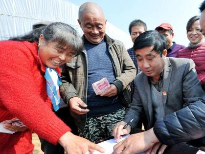 河曲20万头生猪养殖项目让539户贫困户坐享红利
