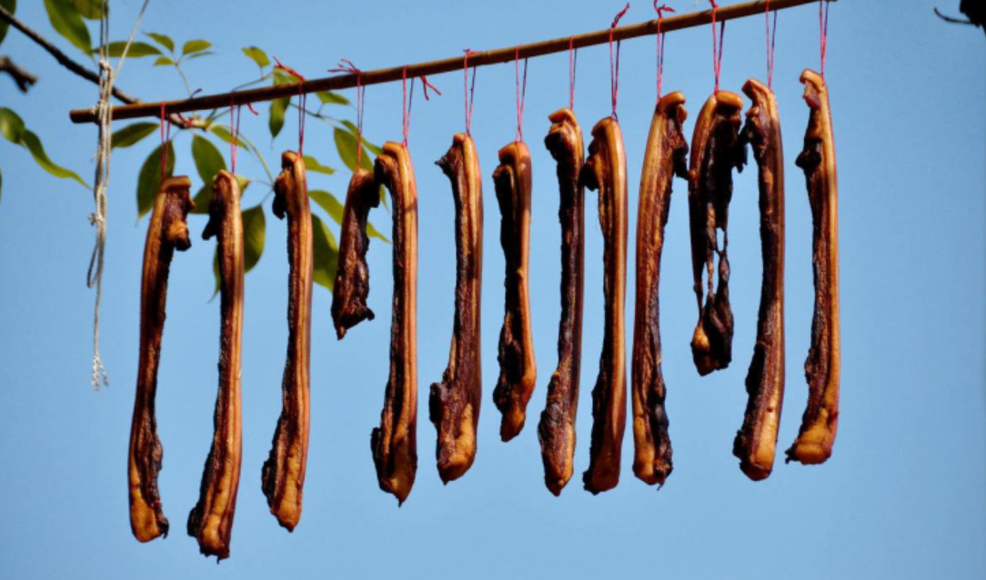 北方酸菜南方腊肉是冬季消费标志!肉价带动猪价?