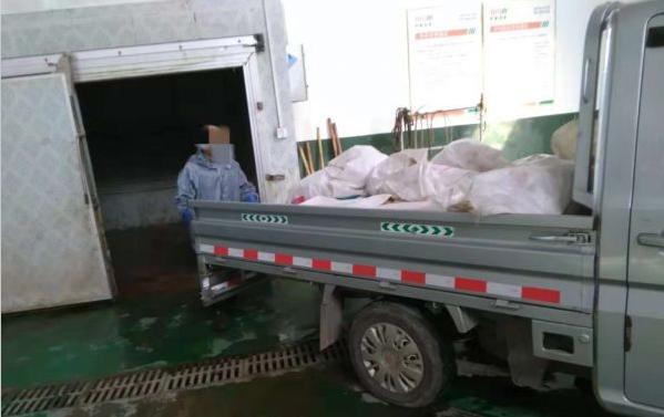 突击检查!745公斤冷冻猪肥膘已过期