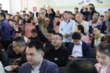 第46届养猪产业博览会种猪拍卖:1.6万,猪王!