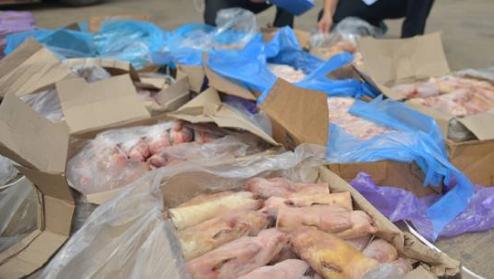 内蒙古二连海关无害化销毁6.5吨走私冻品