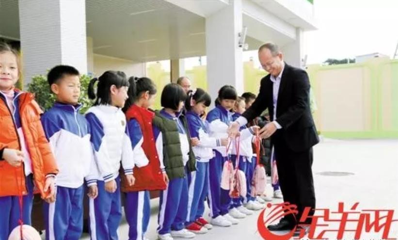 广西侗乡、广东汕尾小学为优秀学子颁发猪肉奖励