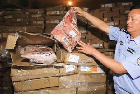 云南省罗平县查获约25吨疑似走私冻肉