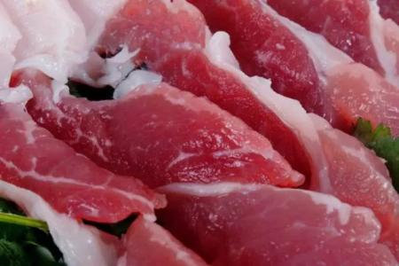 买猪肉时,前腿肉好还是后腿肉好?老屠夫透露:挑错等于浪费钱