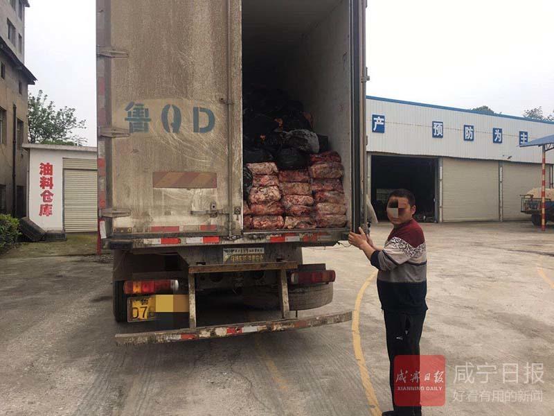 司机装27吨回收猪废弃料,无法提供手续车辆被暂扣