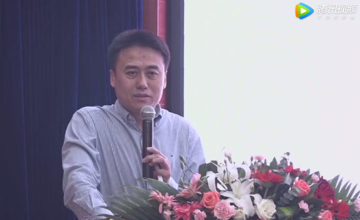 """蔡雪辉博士现场分享《""""非瘟""""的前世今生及防控策略》。"""
