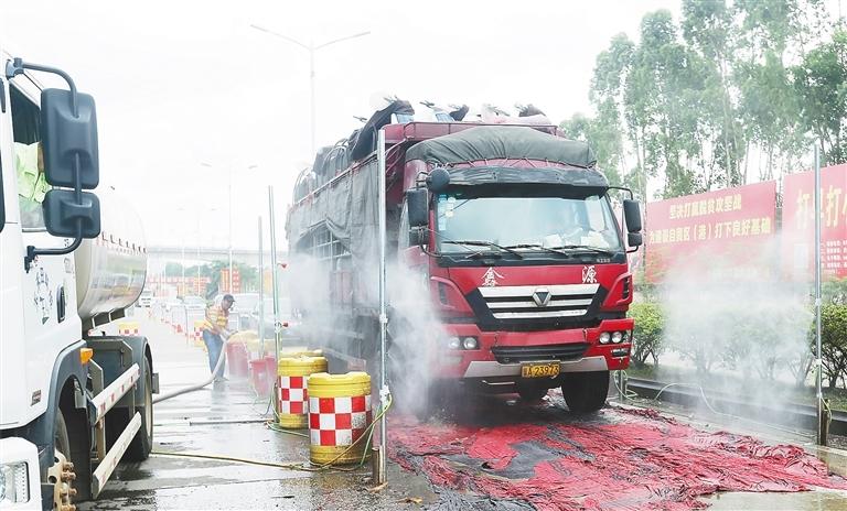 澄迈新增设自动喷淋车辆消毒设施 强化非洲猪瘟防控
