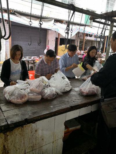 泸州市大渡口镇从源头把关 确保猪肉质量安全