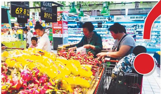 """青岛某超市内苹果价格追平猪肉 业内:""""水果自由""""并不遥远"""