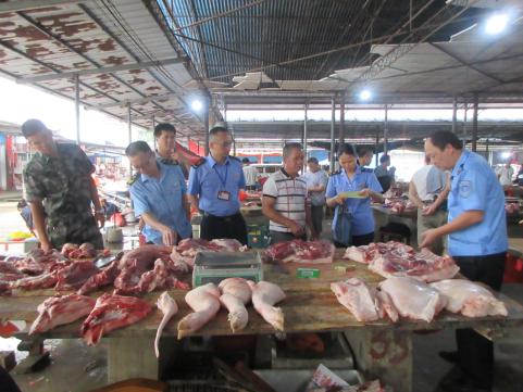 永福县多部门联合整治猪肉市场 一猪肉摊未取得两证两章猪肉制品被扣押