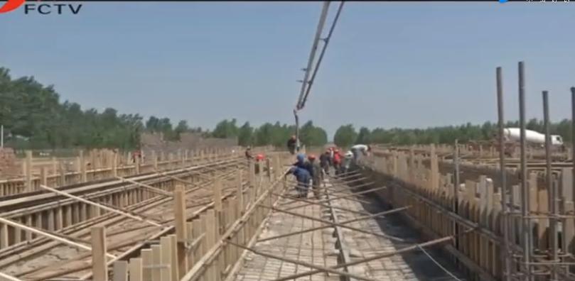 新希望六和大型养猪场正在建设