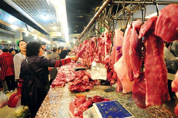 苏州南环桥市场:南瓜热销,猪肉价格上涨