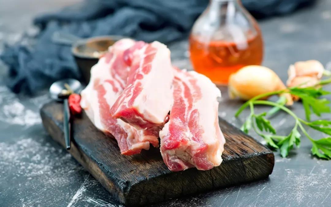 猪肉价格上涨离谱,多省份超30元一斤,猪价还能坚挺多久?