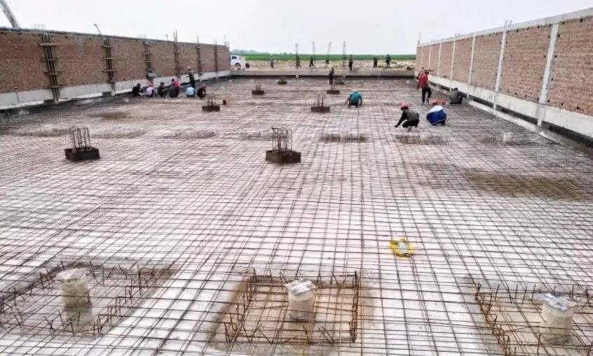 猪场建设中 猪舍排污管道施工