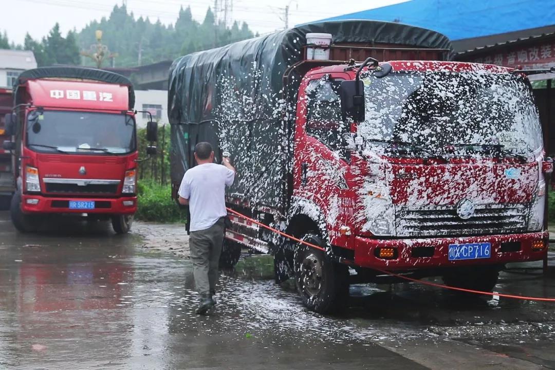 非瘟肆虐 :8次洗消 将饲料运输的风险降到更低