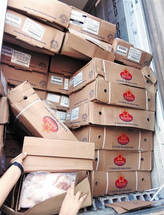 广东高速拦下非法调运猪肉货车 车辆装载27吨巴西冰鲜猪肉