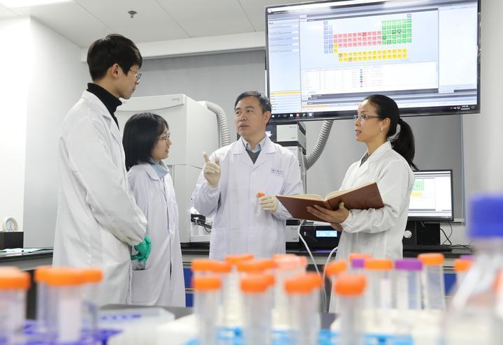"""让猪饲料告别抗生素?这个团队从生猪肠道健康上想了""""妙计"""""""