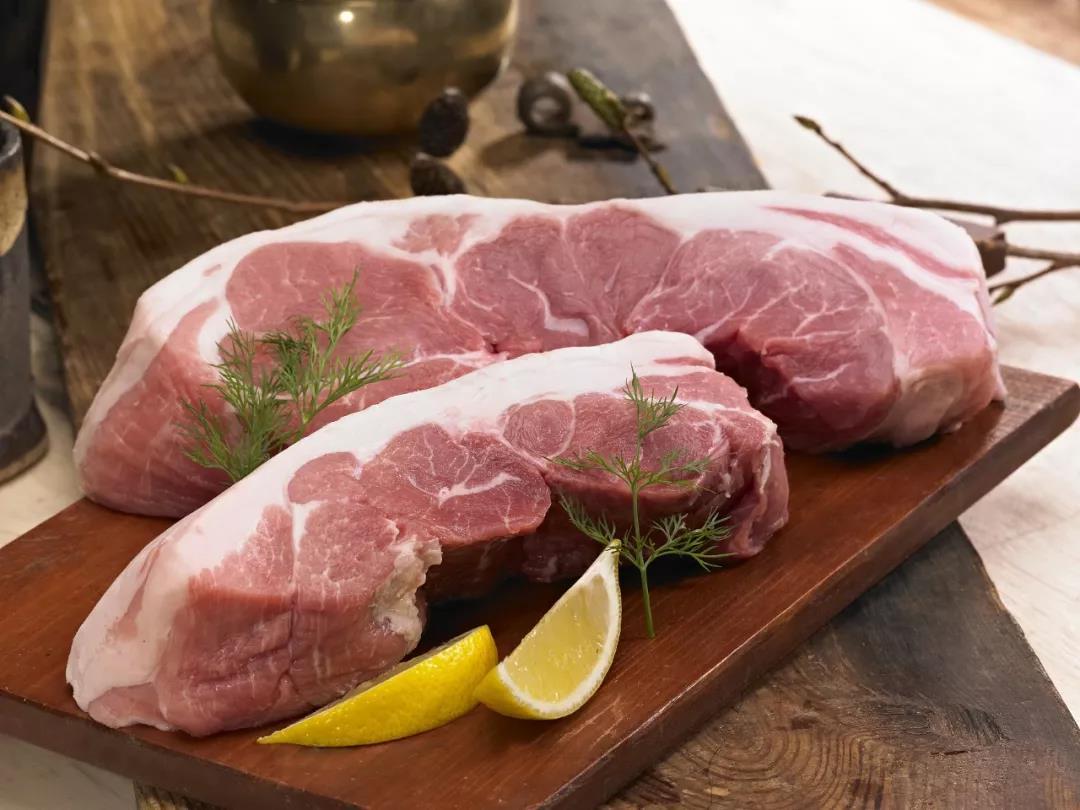 为什么猪肉有的盖红章,有的盖蓝章?竟然是因为……
