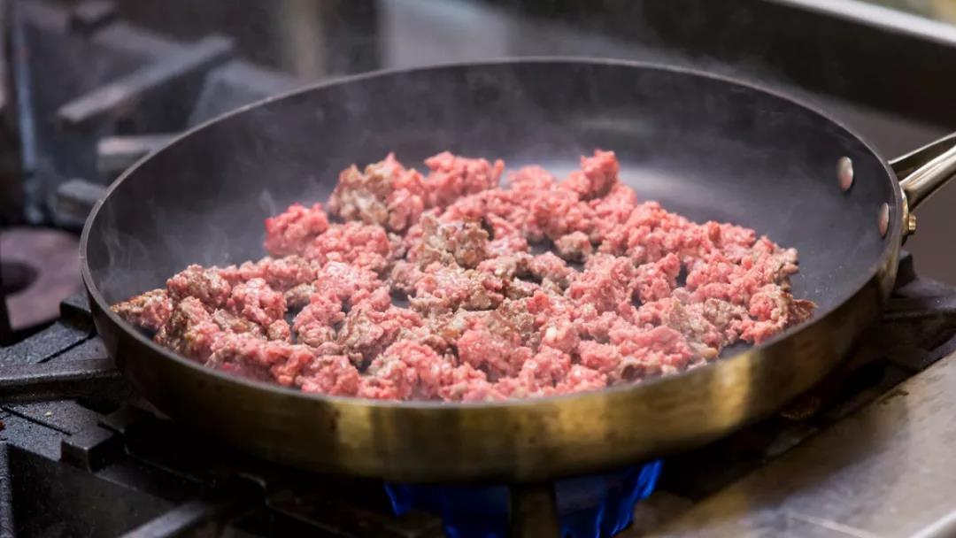 """亮相国际消费电子展(CES)的""""人造猪肉""""究竟是什么样的?"""