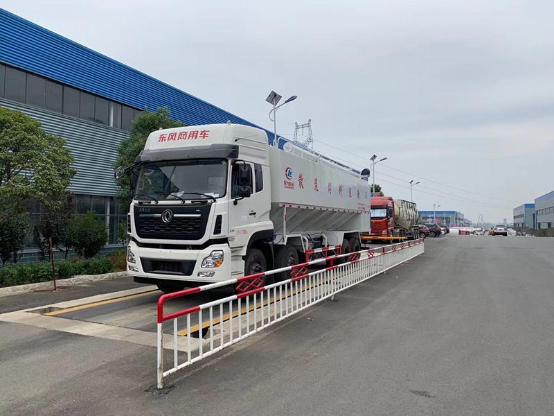 有了这张证明,被堵在高速路上15个小时的饲料运输车获准放行!