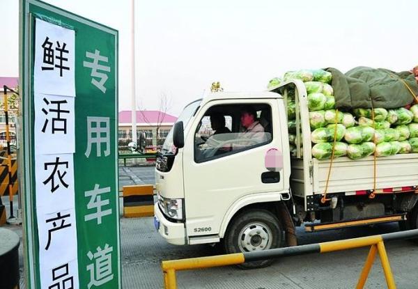 两部门:春季农资运输车优先通行 不停车不检查不收费
