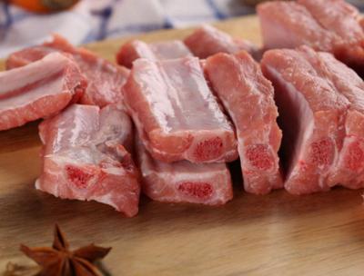 越南政府总理敦促采取市场措施使猪肉价格回到正轨