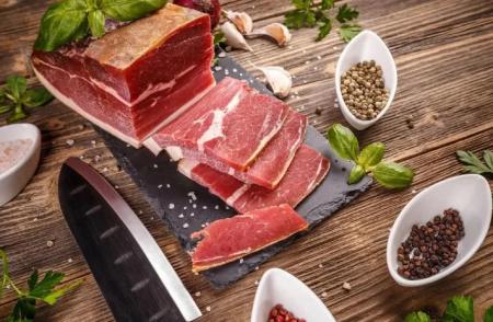全球最大猪肉加工厂无限期关闭,美国大型超市开始限购食品