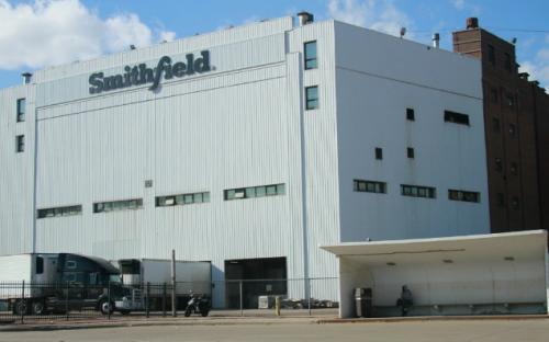 640例确诊!美国最大猪肉加工厂出现集中感染,多家肉类生产厂暂停营运