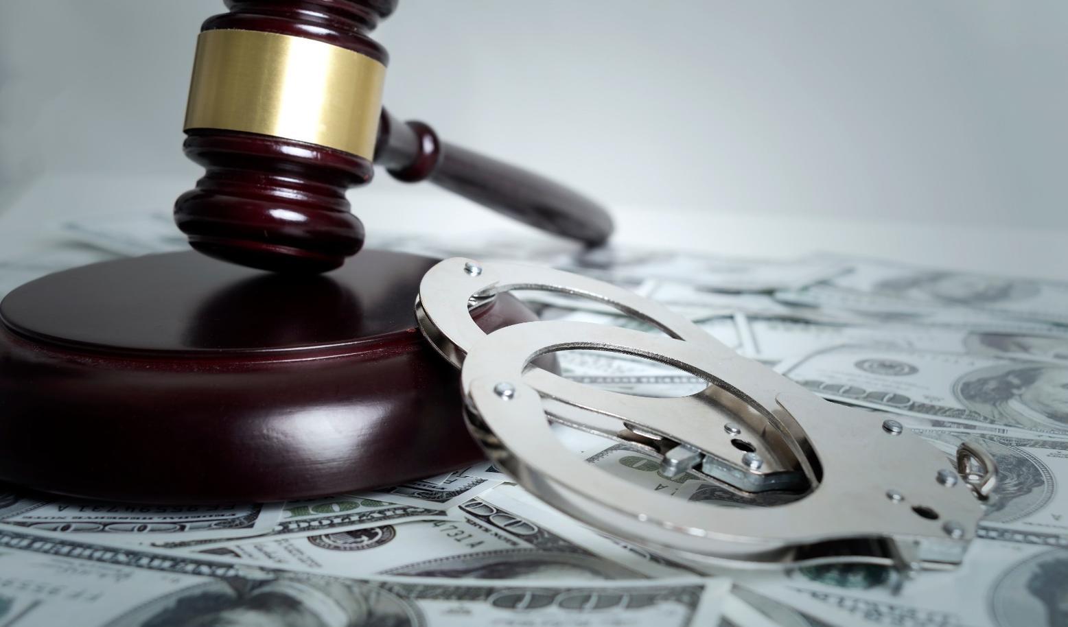 """""""非洲猪瘟""""防控期间,有检疫人员既受贿、又敲诈,现被判刑"""