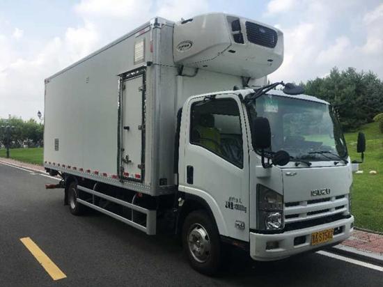 国内首台全封闭式SPF猪运输车正式投入使用