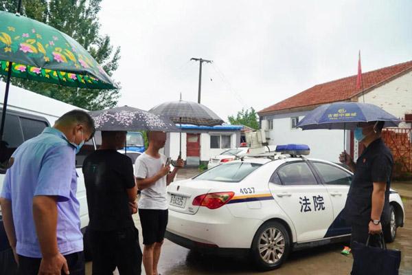 河北涿鹿:冒雨执行 妥善处置126头生猪