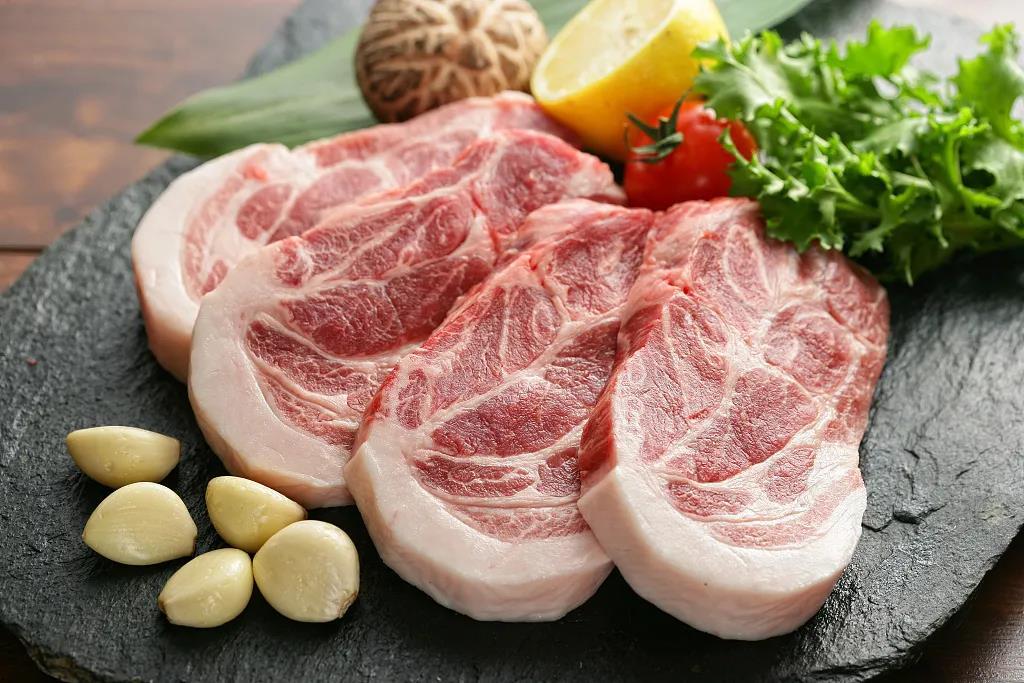 一男子加工死因不明猪肉,卖给桂林多家餐馆和米粉店!
