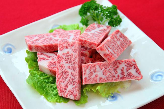 商务部:上周全国食用农产品价格小幅回升 猪肉批发价格下降0.5%