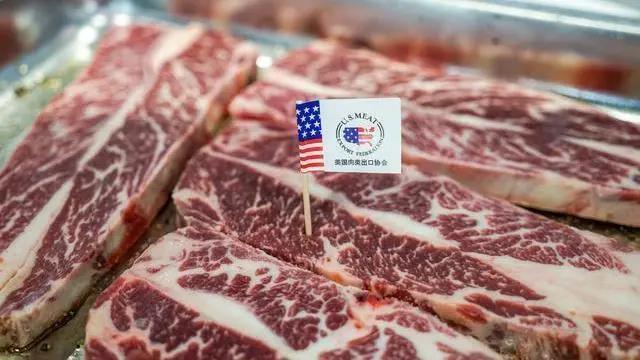进口肉类疯涨74.2%后,又来10000头活猪,猪价会暴跌吗