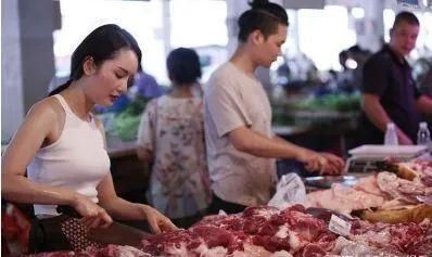 """9月15日生猪价格,24省飘绿,猪价跌成""""一地猪毛"""",有一个好消息!"""