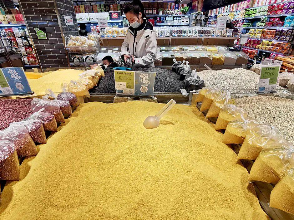 """全球濒临50年来最严重的粮食危机 中国有何""""粮策""""?"""