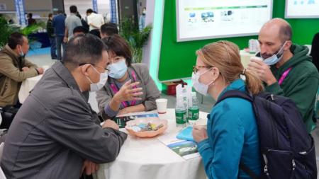 秀博基因董事长李家连博士解答吸引来德国电视台记者