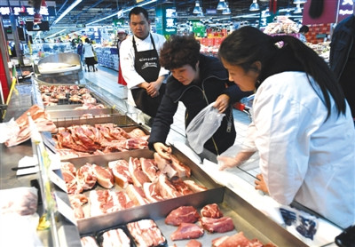 生猪价格连跌50天,猪价不断下跌,我们期待的吃肉自由要来了?