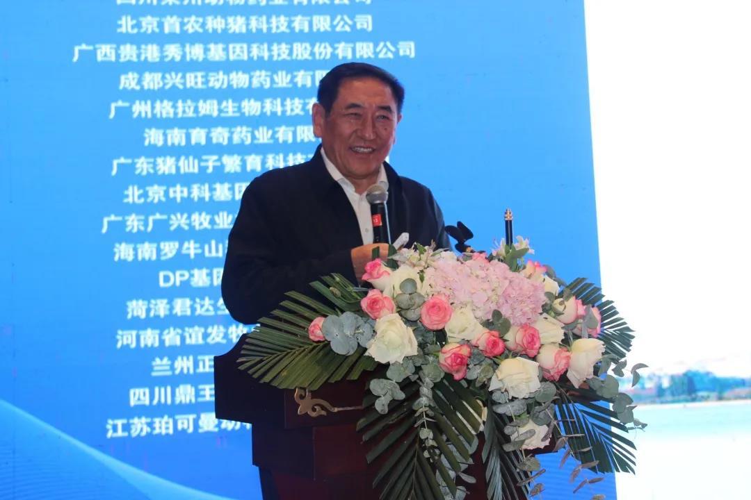 中国工程院院士、华中农业大学陈焕春教授 报告题目:`我国猪病流行现状与防控对策`