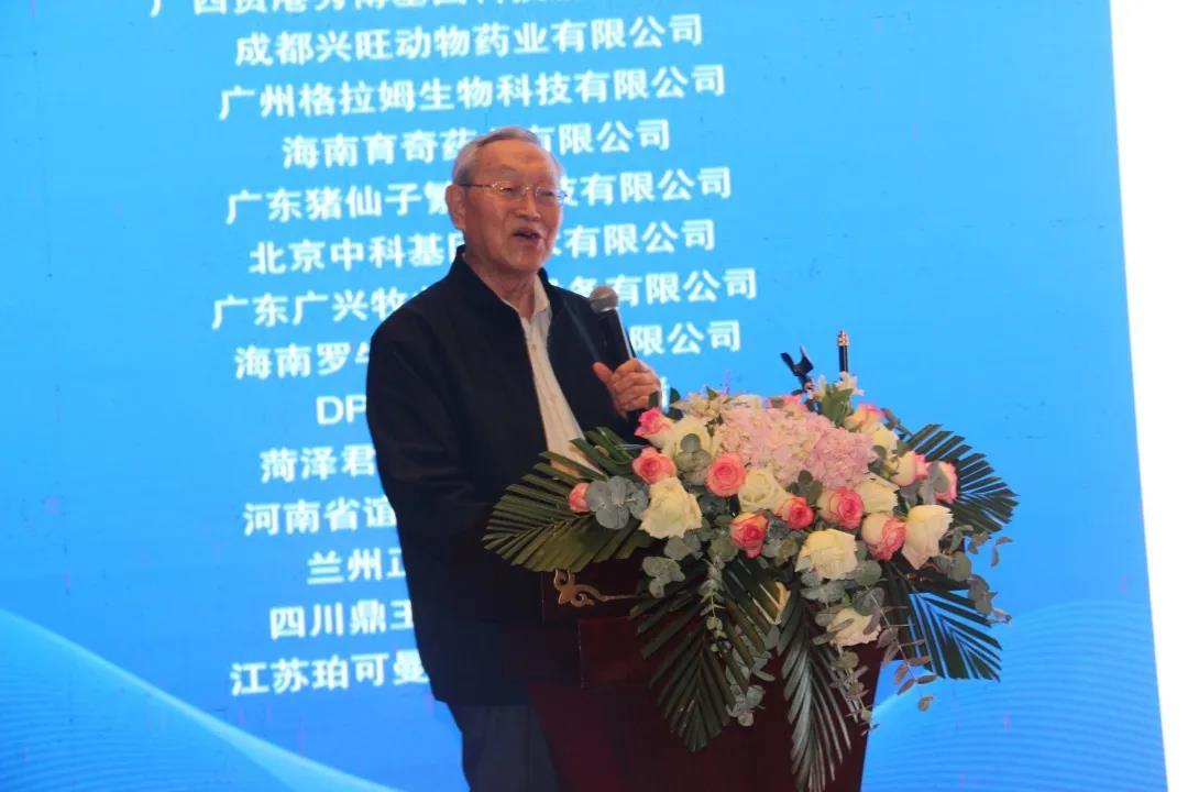 中国科学院院士、中国农业大学吴常信教授 报告题目:`生物技术在猪育种应用中几个问题的讨论`