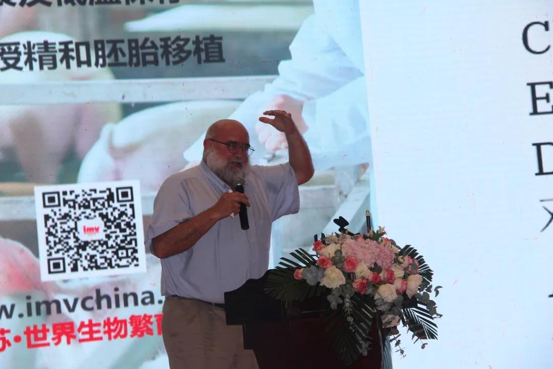 """上海卡苏生物科技有限公司Wayne Johnson博士分享""""公猪和精液的管理""""报告"""