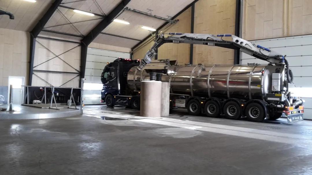 专门设计的用于沼渣沼液运输的卡车