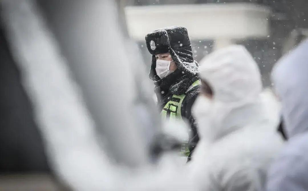 """暖心!防护服、口罩、手套、热饭菜,-20℃下北方扬翔战""""疫""""在行动!"""