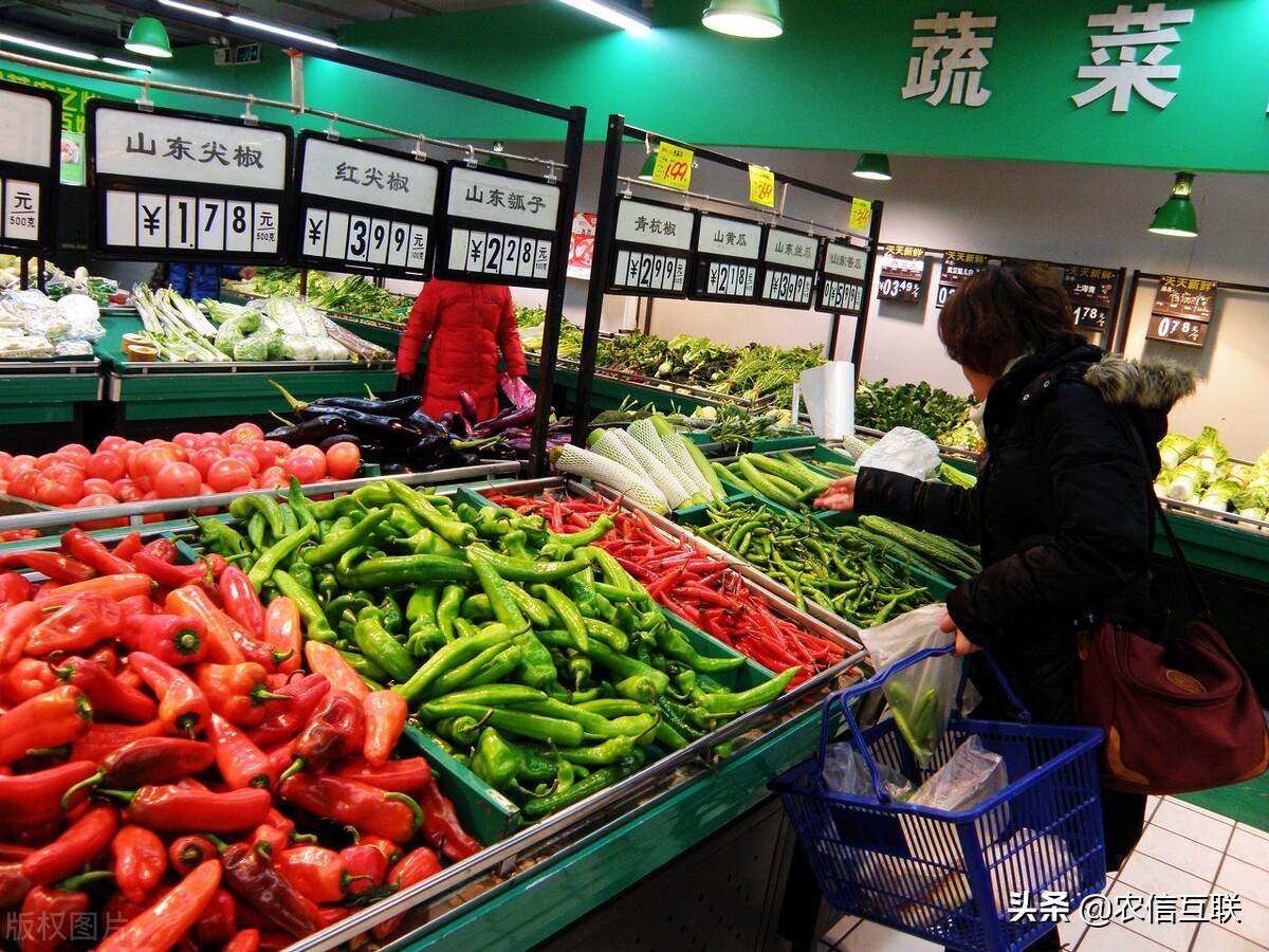 猪肉跌10块,而全球粮价却暴涨26.5%,中国物价能稳住吗?