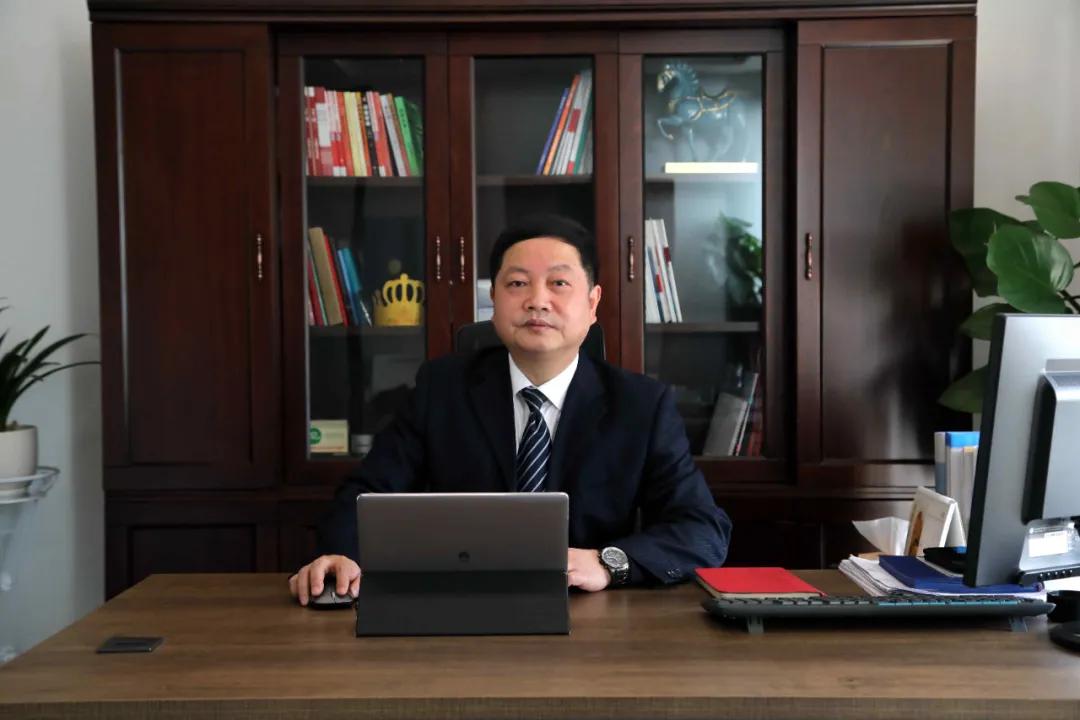 """祝贺!杜江平总裁荣膺""""2020年度成都市十大杰出企业家""""殊荣"""