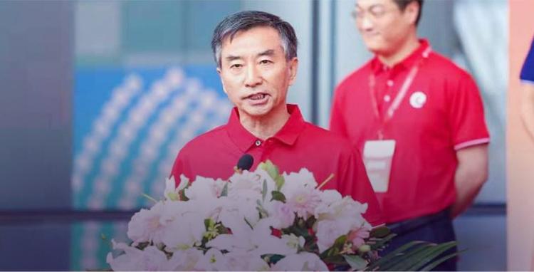 中国畜牧业协会秘书长:何新天(主持开幕式)