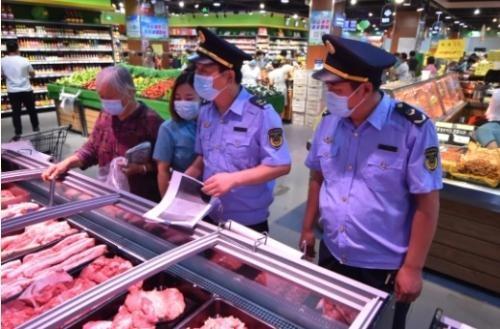 """让老百姓吃上""""放心肉"""",鄄城县市场监管局组织执法人员开展生鲜猪肉专项检查"""