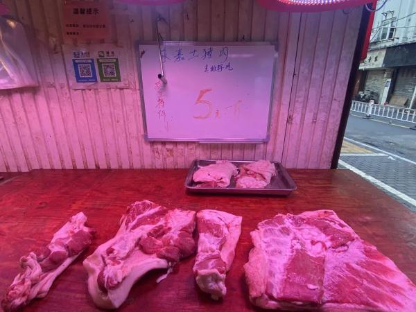 """肉价跌出""""新高度""""温州猪肉只要5块钱一斤?阿姨感慨:终于实现猪肉自由了"""